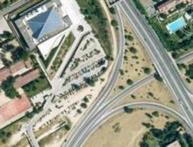 IU denuncia el uso de una zona verde como parking