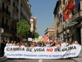 Un millar de personas se manifiestan en Madrid contra el cambio climático