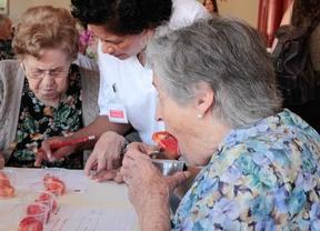Cata de tomates auténticamente madrileños para los mayores de Mirasierra