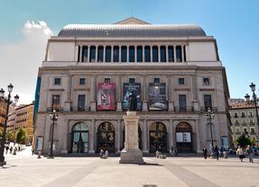 Trajes, pelucas y carruajes del Teatro Real, a subasta