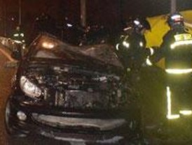 Tres heridos tras volcar en la A-42 un coche en el que iban 9 personas