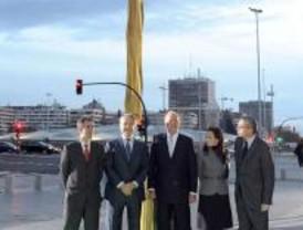 Cortada la cinta del obelisco de Calatrava