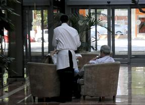 Un camarero en prácticas de FP dual