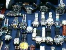 Cae una banda que vendía réplicas de relojes por Internet