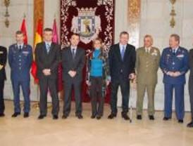 Madrid reconoce el papel de las Fuerzas Armadas en defensa de la Constitución