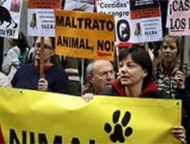 Decenas de personas piden que el maltrato a los animales sea delito