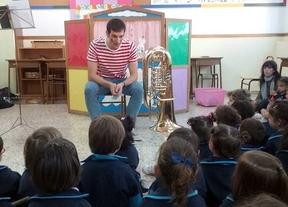 Una clase de tuba para niños