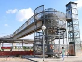 Tres años sin ascensor en la pasarela de Puerta de Arganda