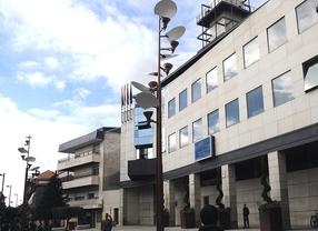 Una placa homenajea a las víctimas por violencia machista, en Getafe