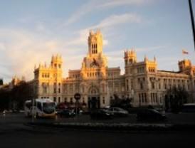 IU estima que Madrid pagará un 7% de intereses por el pago a proveedores