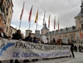 Simpatizantes del Partido de los Mayores protestan contra la reforma de las pensiones