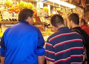 Menores infractores, de visita por un mercado tradicional