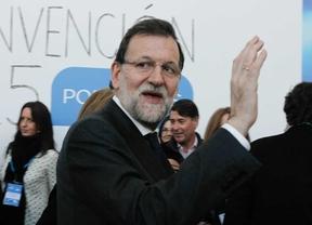 Mariano Rajoy saluda a la prensa en la convención nacional del Partido Popular, en Madrid.
