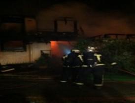 Un incendio calcina un chalé de madera en Algete