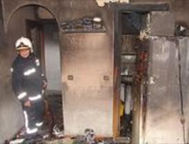 El incendio de una vivienda permite descubrir 16 minipisos de 10 metros