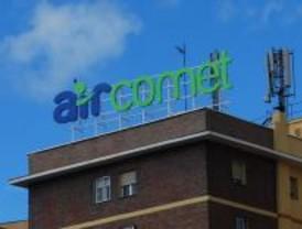 Trabajadores de Air Comet se manifiestan frente a Fomento para exigir su recolocación