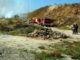 Sofocado el aparatoso incendio de pastos en Valdemingómez