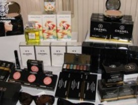 Intervenidos en Leganés 11.000 cosméticos falsificados de marca que podían provocar alergia