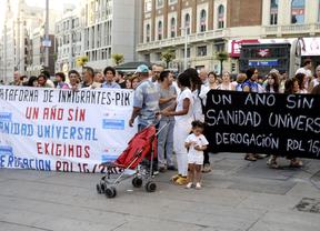 Varios cientos de personas se manifiestan contra la exclusión sanitaria