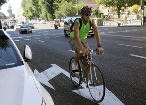 Una campaña de la DGT solivianta a los ciclistas