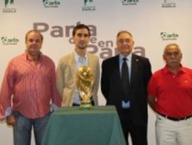 Los vecinos de Parla reciben a la copa del mundo de fútbol