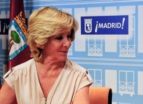 Esperanza Aguirre durante un acto con Ana Botella en el Ayuntamiento de Madrid.