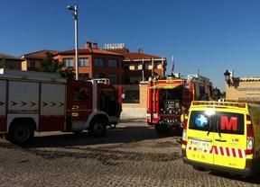 Los bomberos extinguen un incendio en una residencia de ancianos en Navalcarnero