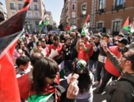 Un centenar de personas pide la independencia del Sáhara ante el Ministerio de Asuntos Exteriores