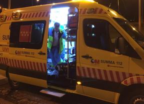 Los servicios de emergencias atienen al motorista herido