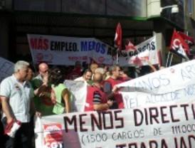 Trabajadores municipales se concentran frente al Ayuntamiento