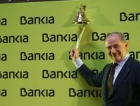 Bankia remonta 'in extremis' y cierra con el precio inicial