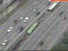 El choque de una moto contra una barrera mantuvo cerrado el Bus-Vao de la A-6