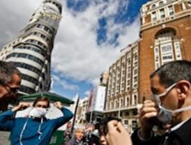 Equo Madrid recurre a las mascarillas y a las boinas para alertar de la contaminación