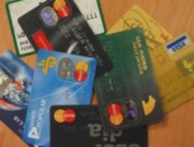 Detenidos dos estafadores que clonaban tarjetas de crédito para comprar con ellas