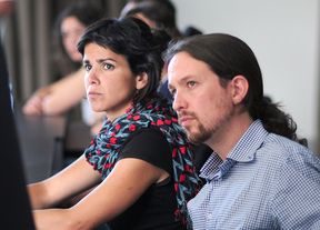 Pablo Iglesias junto a Teresa Rodríguez, eurodiputada y uno de los apoyos de Echenique.