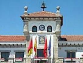 La oposición de Hoyo de Manzanares elige un alcalde paralelo sin la renuncia del actual