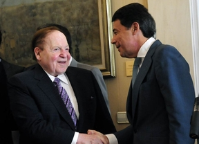 Adelson sigue interesado en Madrid pero pide cambios legales
