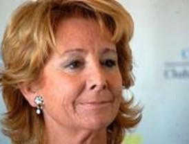 Aguirre pide una moción contra Zapatero en un mercadillo