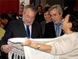 El alcalde de Alcorcón y el ministro de Sanidad visitan un centro de mayores