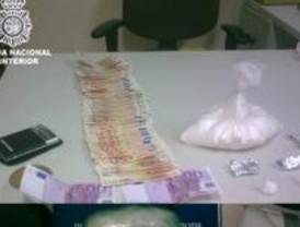 Detenidos en Carabanchel por vender cocaína