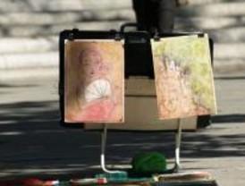 El Ayuntamiento sacará a sorteo los puestos de los pintores callejeros de la Plaza Mayor