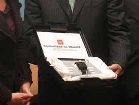 68 madrileñas llevan brazaletes 'antimaltratador'