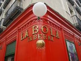 La Farmacia Deleuze Isasi y el Restaurante La Bola ya lucen placas centenarias