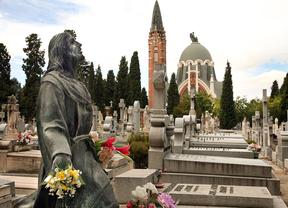 Casi un millón de madrileños visitarán estos días los cementerios