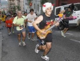 Más de 2.000 personas participan en la carrera del rock & roll
