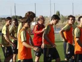 Bandera a media asta y brazaletes negros para los deportistas españoles
