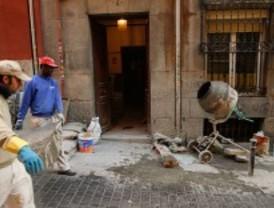 La Comunidad asegura a los vecinos de Lavapiés que seguirá la rehabilitación del barrio