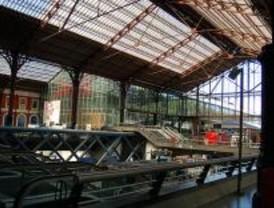 Varios establecimientos del centro comercial Príncipe Pío ejercen sin licencia