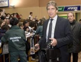 Van der Vaart viaja a Pamplona y Kaká se queda en Madrid