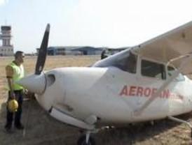 Dos ocupantes de una avioneta, ilesos tras un aterrizaje forzoso